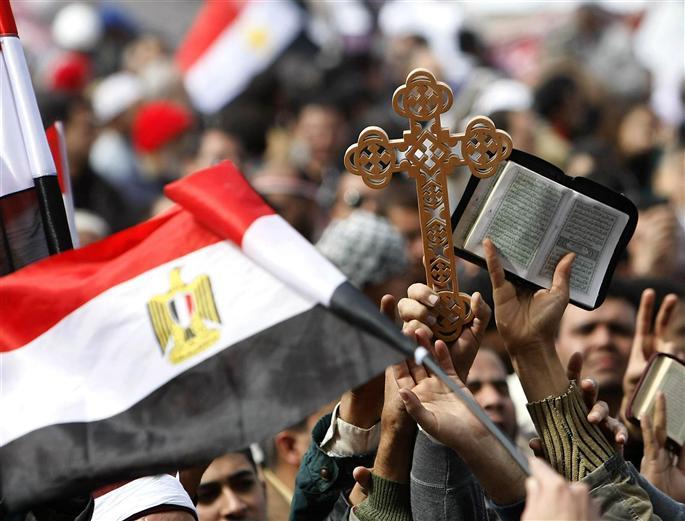 Cote-a-cote-musulmans-et-chretiens-coptes-ont-manifeste-hier-sur-la-place-tahrir-pour-reclamer-le-d